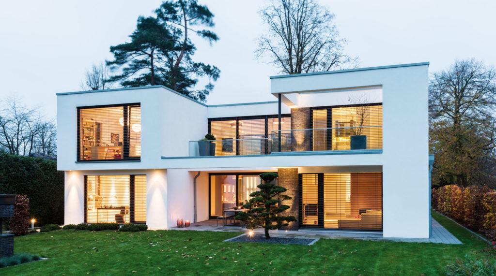 Modern ház alumínium zsaluziával - Árnyékolás - A Jövő otthona - Hofstädter Nyílászárók