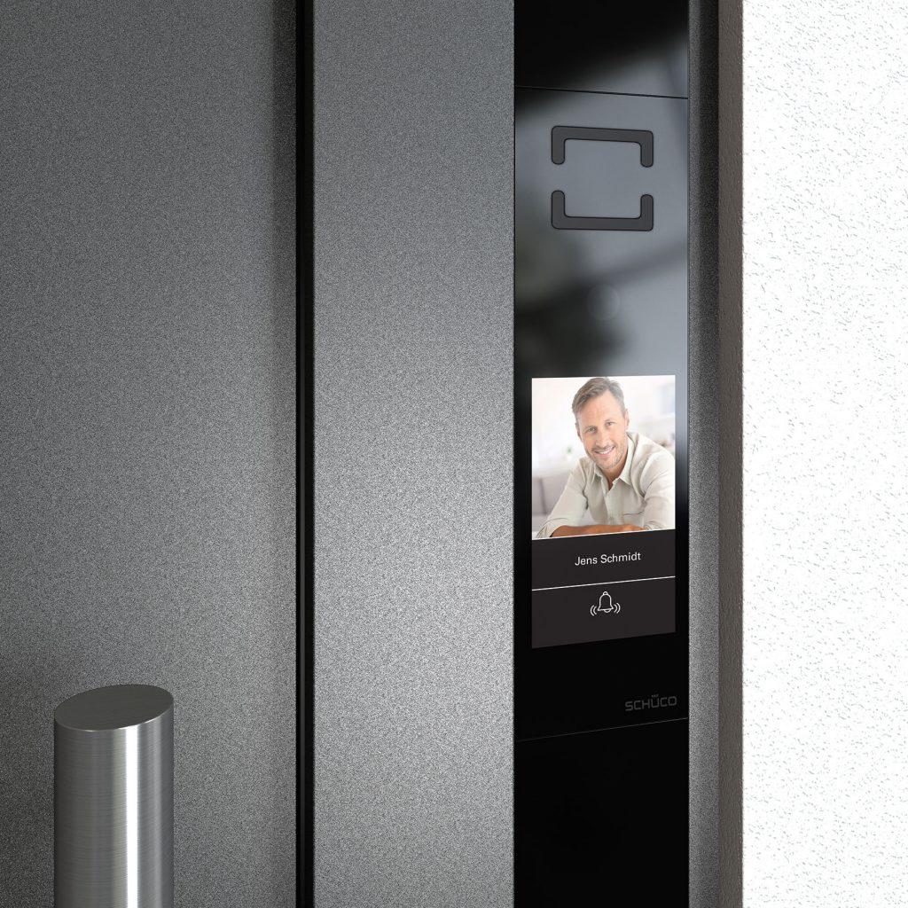 Modern bejrárati ajtó videó funkcióval - Okosotthon megoldások - A Jövő otthona - Hofstädter Nyílászárók